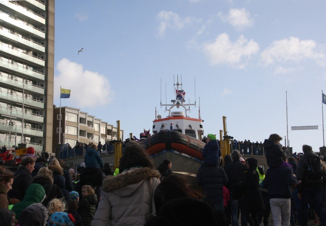 Sinterklaas en Zwarte Pieten aangekomen in Zandvoort