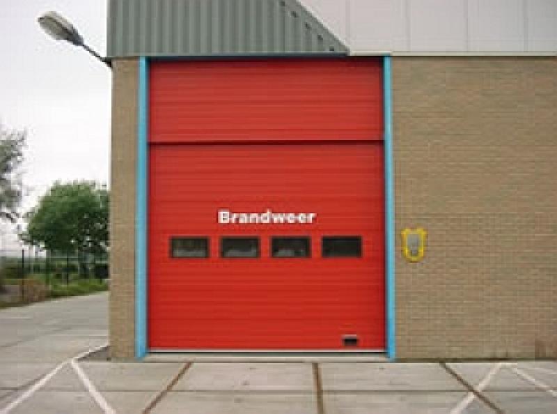 Industriebrand Brandweerkazerne Julianalaan 3 De Kaag