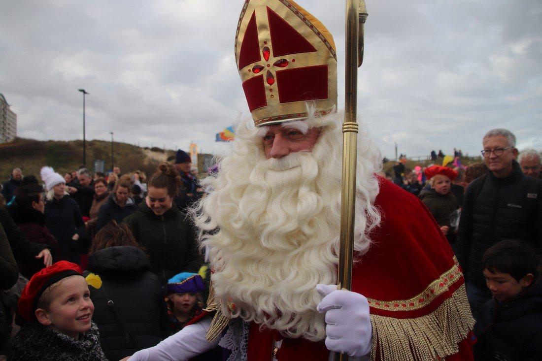 Aankomst Sinterklaas met zijn Zwarte Pieten Noordwijk