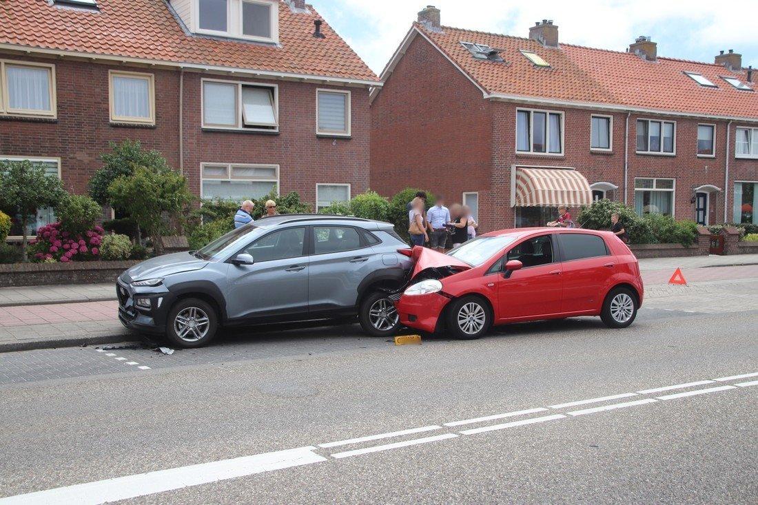 Auto ramt geparkeerde auto's Parklaan Katwijk