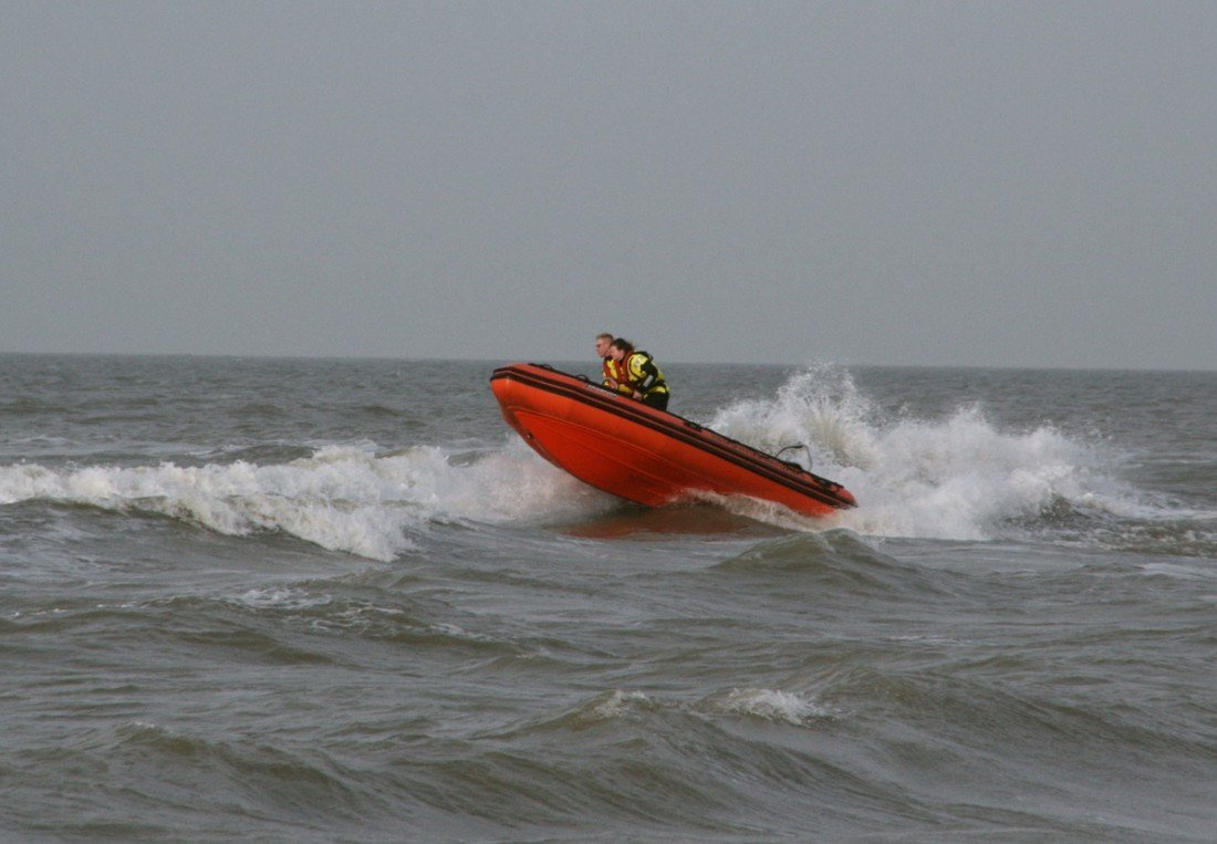Grote zoekacktie naar vermist meisje strand Katwijk