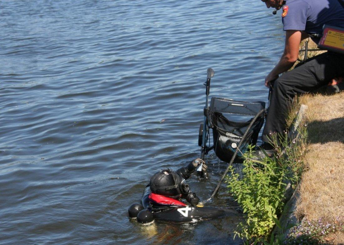Vrouw laat rollator in het water vallen Rijnsburg