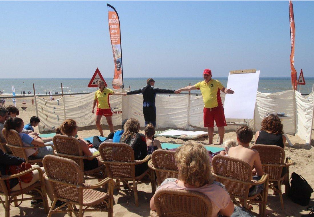 NRB geeft les in muizwemmen