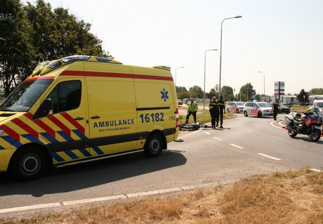 Auto belandt in de sloot na aanrijding met motor van Berckelweg N444 Noordwijk