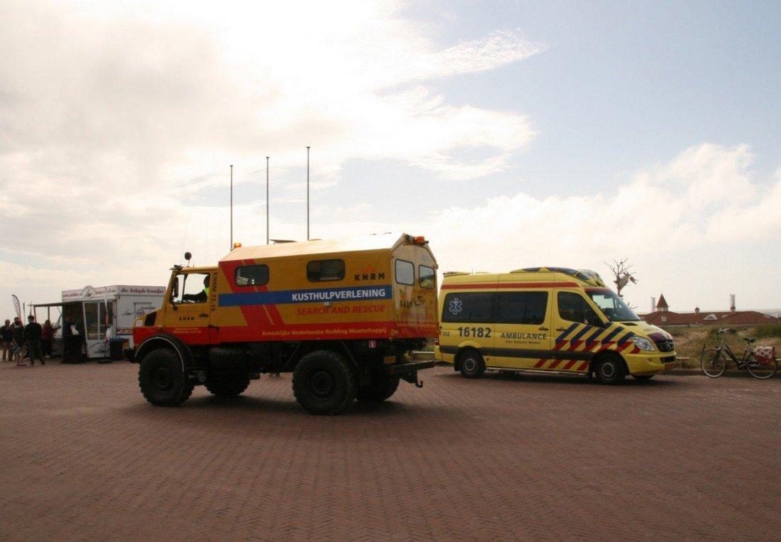 Kitesurfers treffen overleden persoon aan in zee ter hoogte van strand afrit 26 Noordwijk