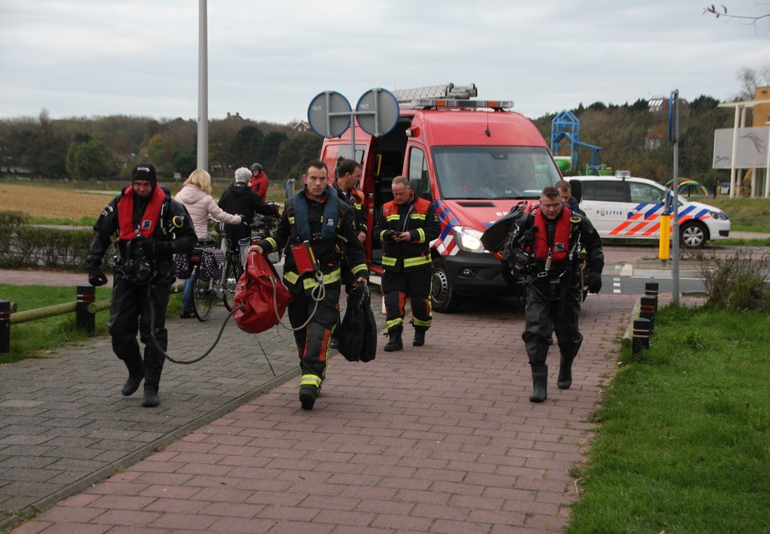 Mogelijk persoon te water Kruytpark Noordwijk