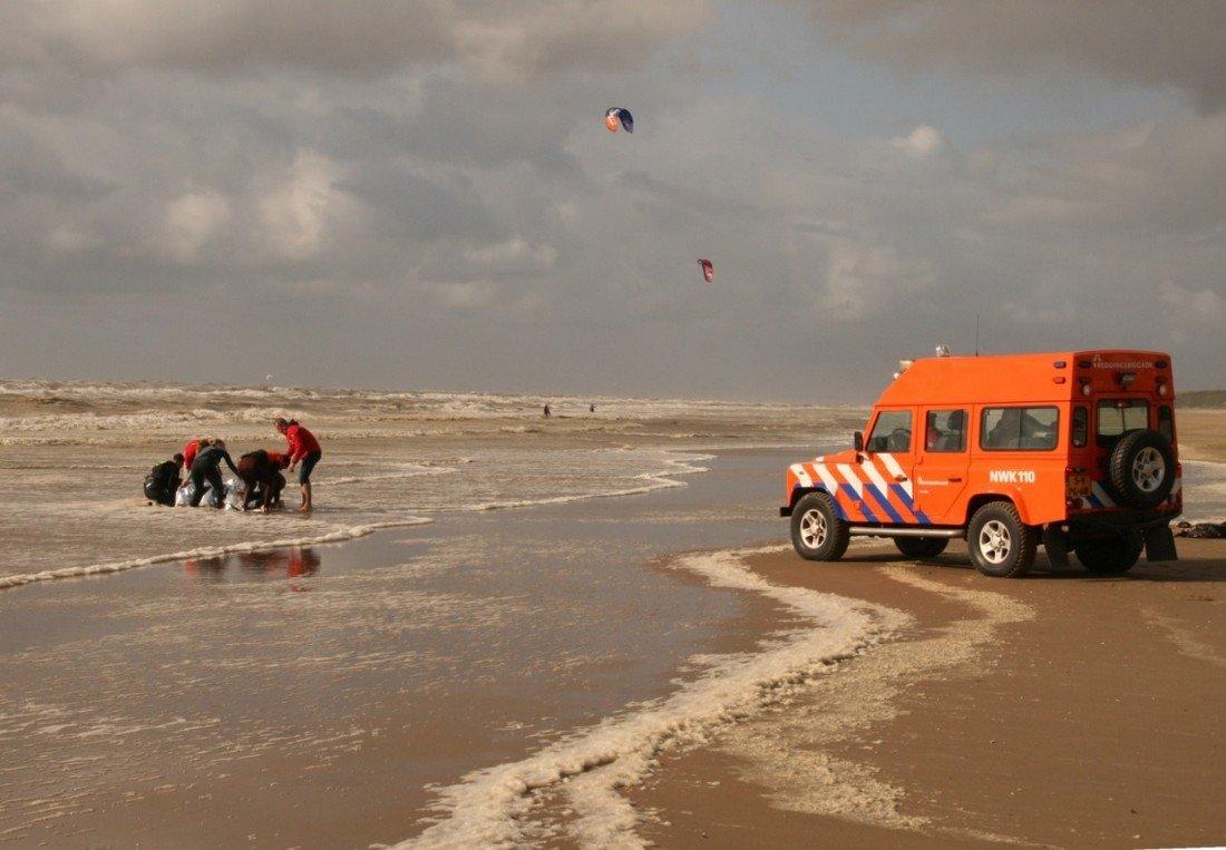 Kitesurfer gewond inzet NRB strand afrit 20 Noordwijk