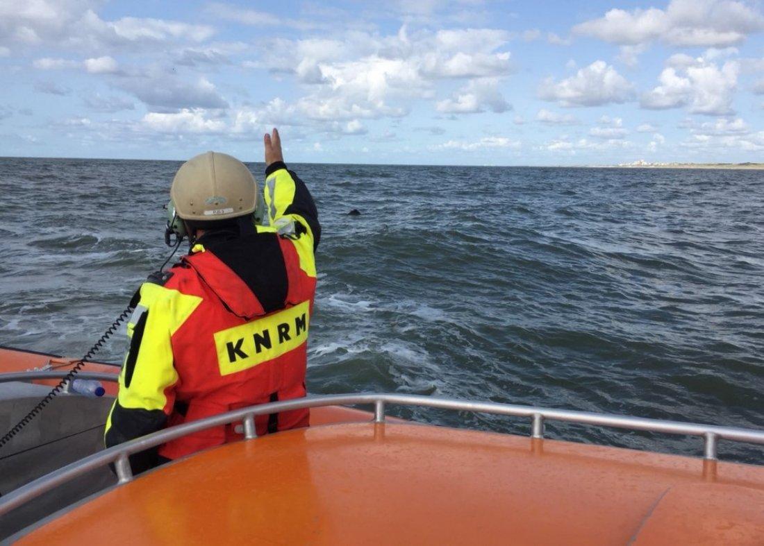 De KNRM Noordwijk vaart uit voor een mogelijk drijvend explosief