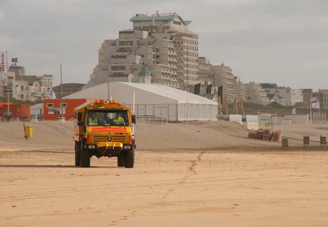 Kitesurfer raakt gewond bij val strand Noordwijk