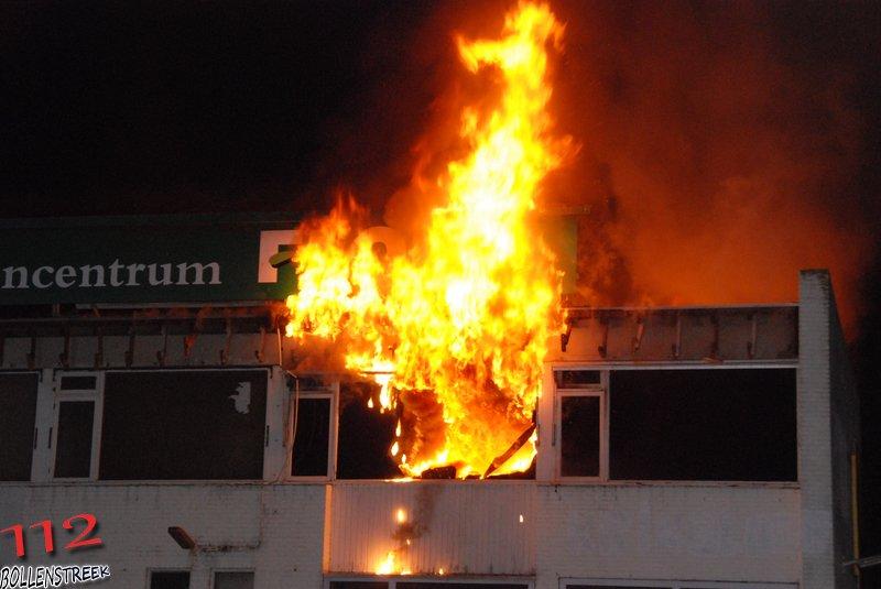 Industriebrand fabriek/opslag (Zeer grote brand) Aflossen TS Graaf Florislaan 126 Rijnsburg