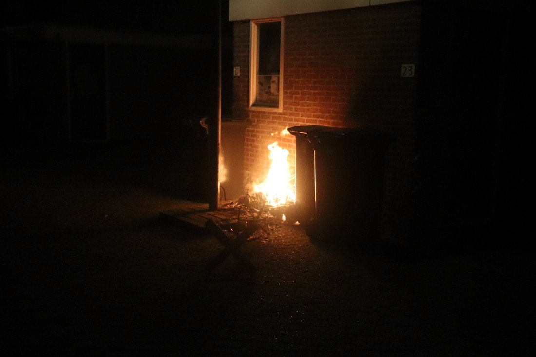 Kerstboom en container in de brand gestoken Schaalhoren Noordwijk