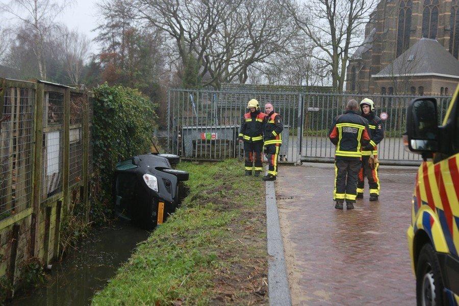 Auto te water Keerweerlaan Sassenheim