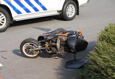 Ongeval auto/brommer Herenweg Noordwijkerhout