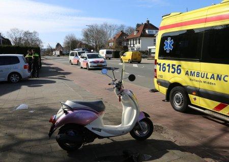 Scooterrijdster aangereden Hoofdstraat N208 Sassenheim