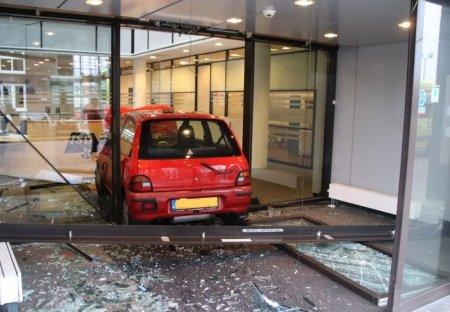 Automobilist ramt pui ISD Bollenstreek Lisse
