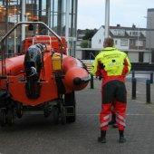 Kitesurfer in problemen Noordwijk